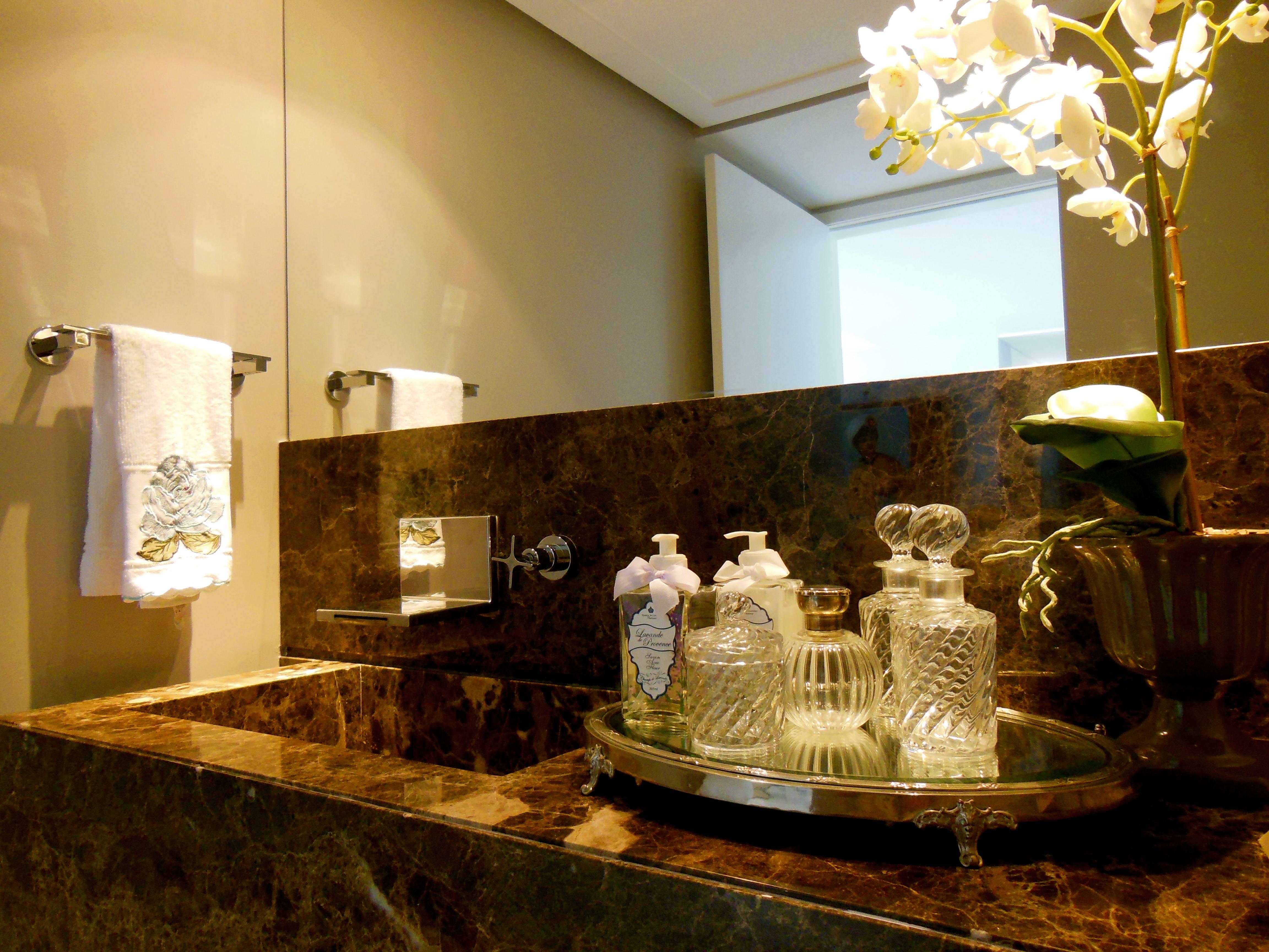 decoracao de lavabos antigos:Perfumeiros antigos flores e uma linda  #281503 4608 3456