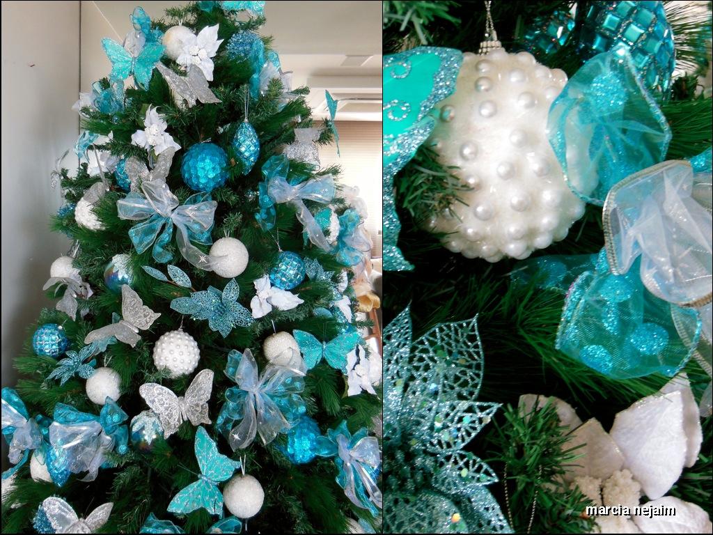 decoracao de arvore de natal azul e dourado : decoracao de arvore de natal azul e dourado:um formato diferente bolas brancas e turquesas laços e pássaros