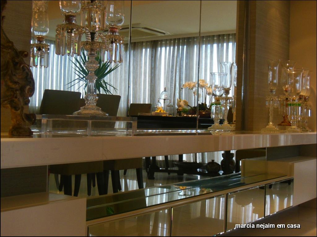 De volta a sala de jantar este todo branco em mármore e marcenaria  #654A24 1024x768