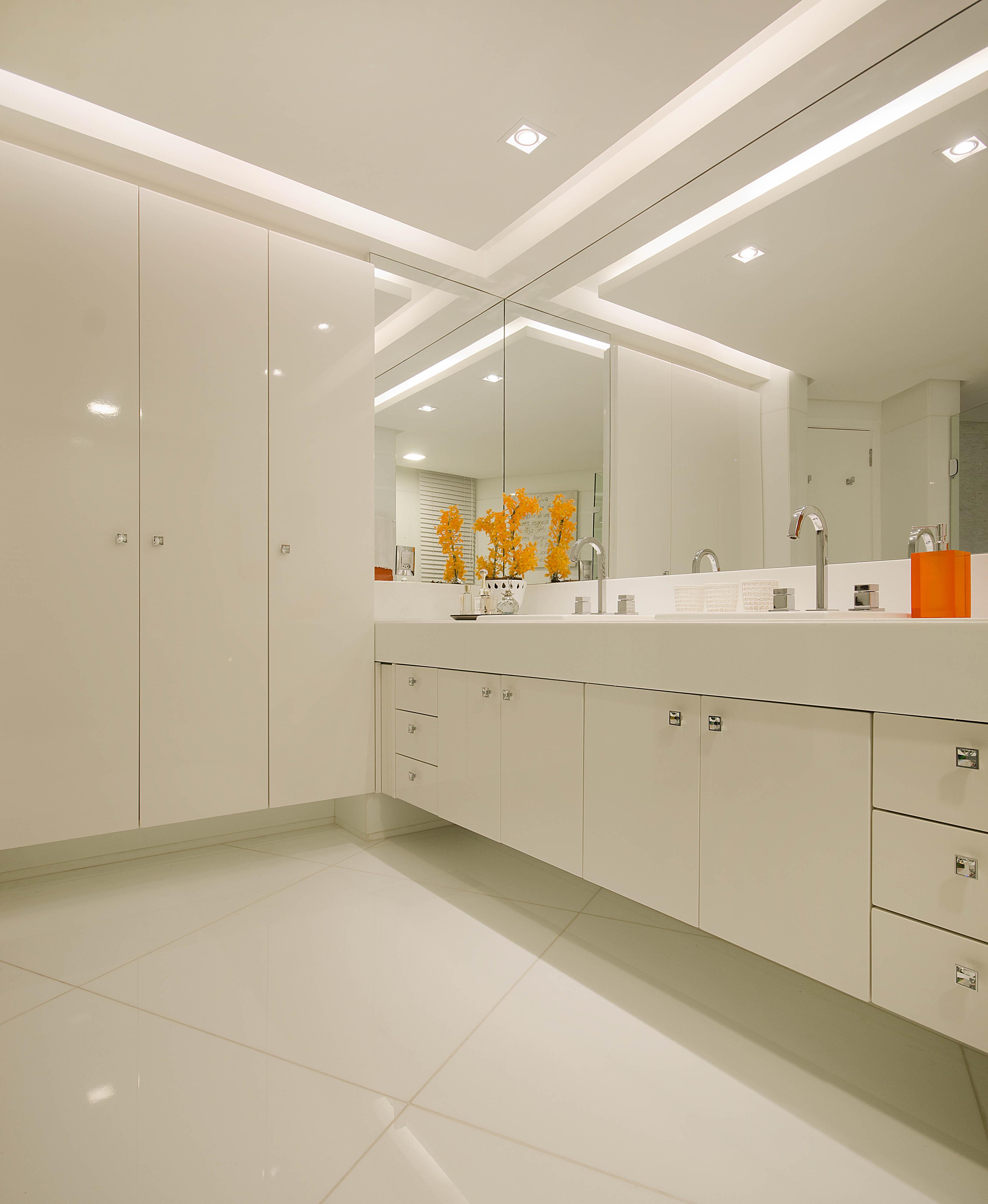 Assim fica muito mais fácil acertar as cores na hora de decorar  #CB4B00 3264x3979 Banheiro Container De Luxo