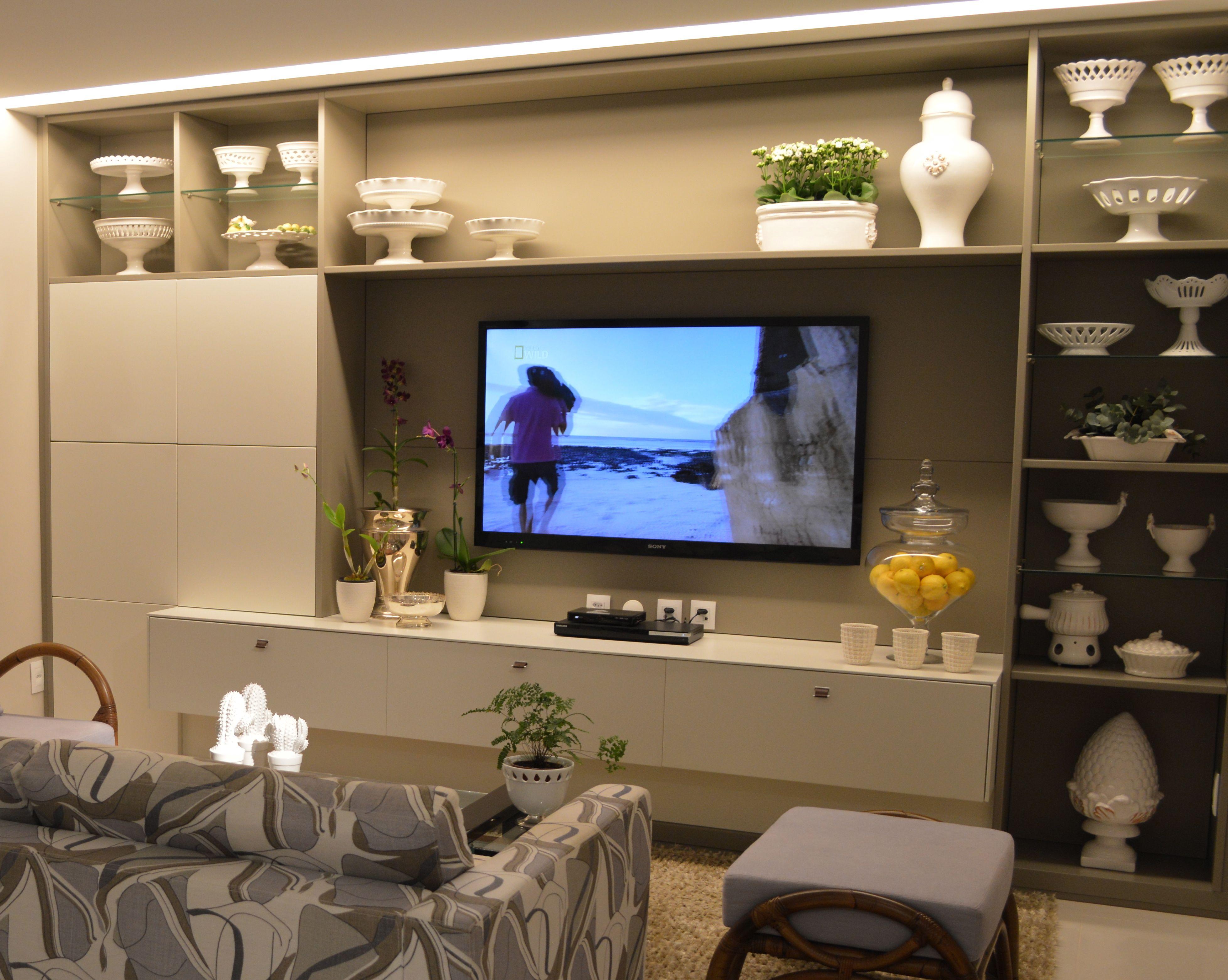 Nada como uma bela estante para decorar e organizar objetos. Seja de  #016BCA 3913x3124